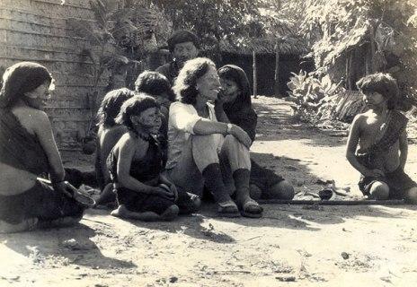 Berta Ribeiro entre os índios Kadiwéu em 1948.jpg